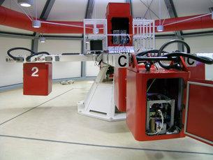 Les boîtes rouges contiennent les expériences. Et ici... la friteuse (source : ESA)