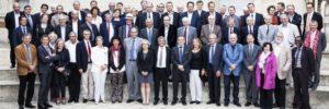 L'ensemble des président-e-s des universités françaises. Ils ont essayé de rendre les femmes plus visibles, au premier rang... Belle initiative !!